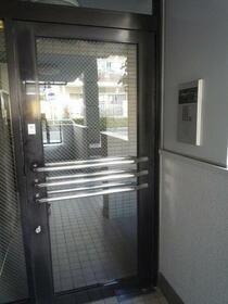 クレッセント本蓮沼 103号室のエントランス