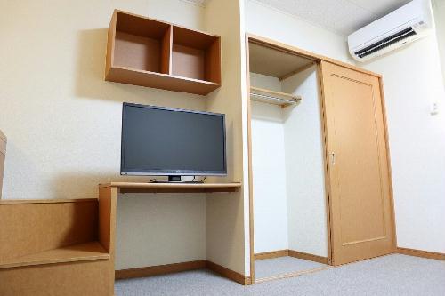 レオパレスグランディール 205号室のリビング