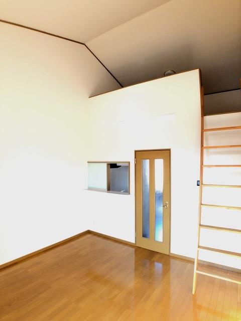 スクウェアコートC棟 205号室のリビング