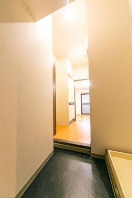 フォレスタ御苑前 303号室の玄関