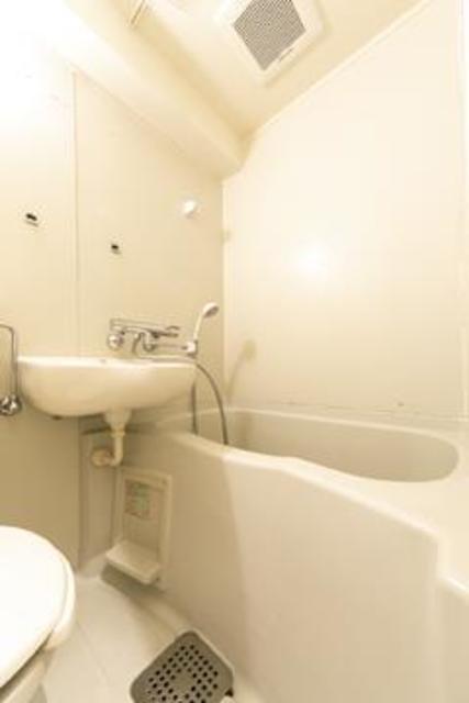フォレスタ御苑前 303号室の風呂