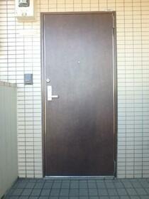 グレース北沢 301号室の玄関