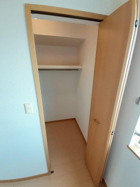 メゾン・フレ-シュ B棟 02030号室の収納