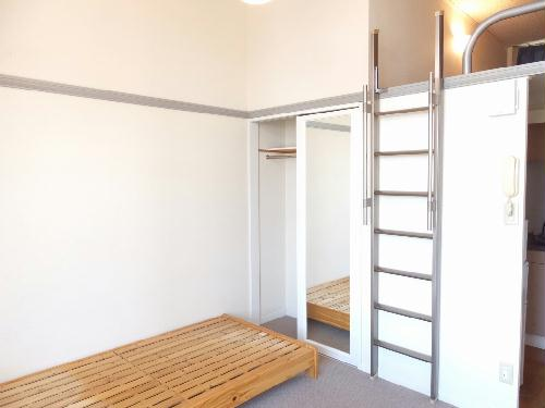レオパレス成塚 207号室の居室