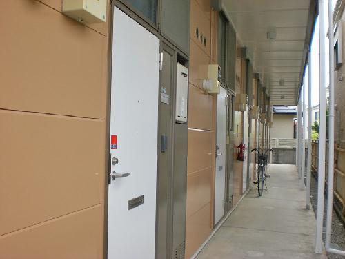 レオパレス成塚 207号室の玄関