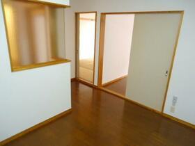 パインヒルハイツ 103号室のリビング