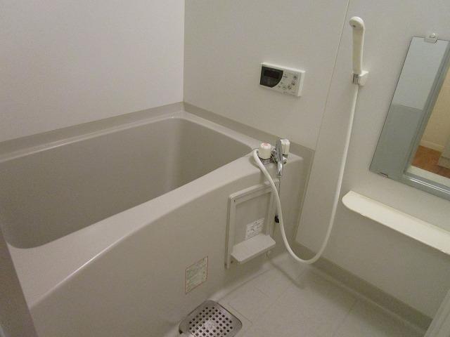 ヒラソール マルセイ Ⅰ棟 201号室の風呂