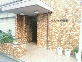 ラフィネ早稲田 301号室のエントランス