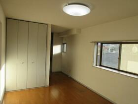 バルーン金山 201号室のリビング