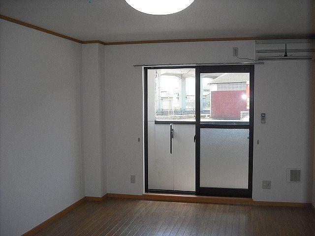 メゾン ベルクール 02020号室のリビング