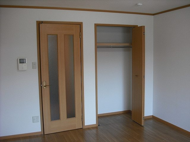 メゾン ベルクール 02020号室の収納