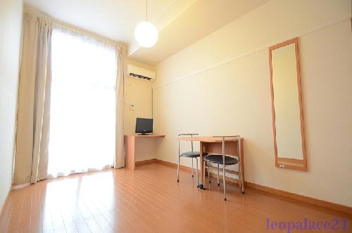 レオパレスFONTEINE 101号室のベッドルーム