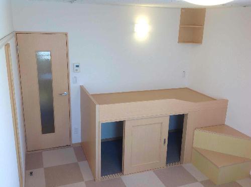 レオネクスト桂 210号室のリビング