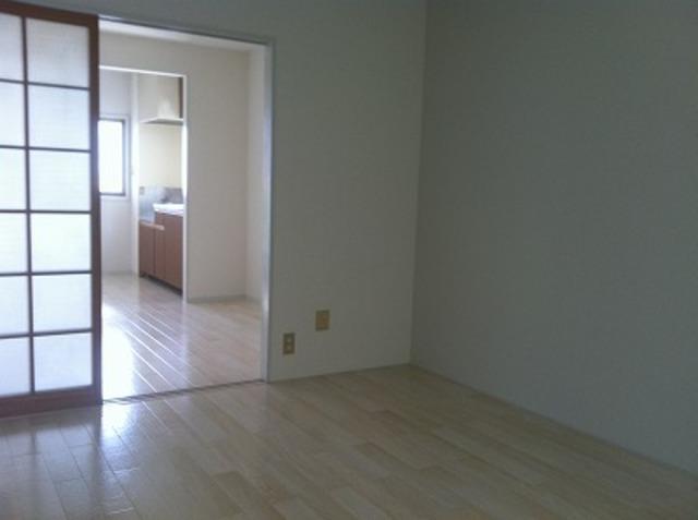 弥生ビル 205号室のリビング