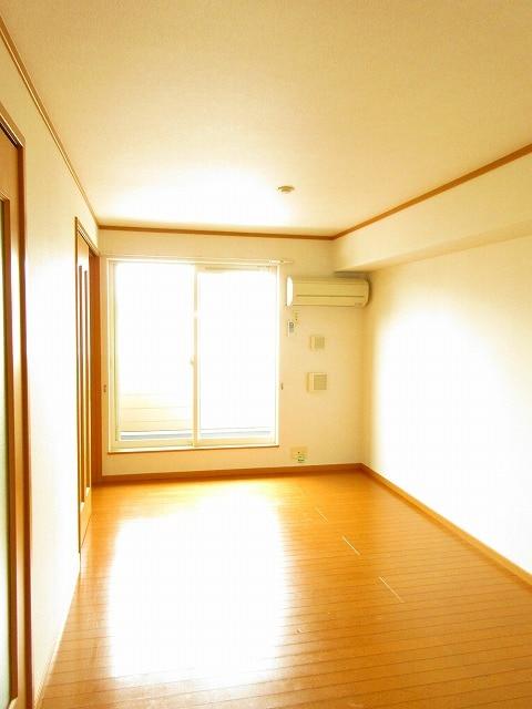 ノイ・アインズ B棟 02040号室のリビング