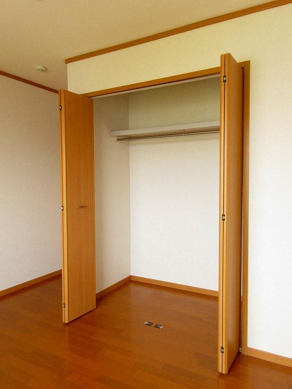 ノイ・アインズ B棟 02040号室の収納