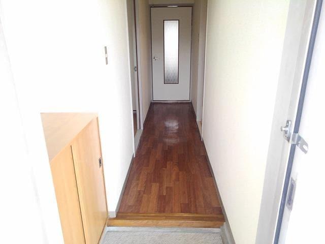 ファミールS 02030号室の玄関