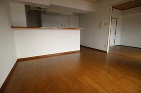 ベルメール香西 703号室のリビング