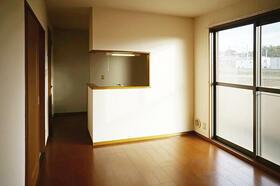 町田タウンハウス C101号室のリビング