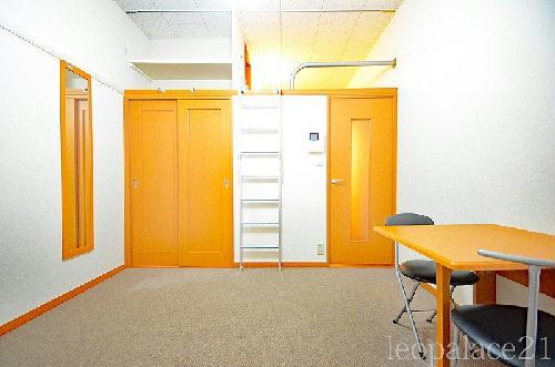 レオパレスウエストサイド白山 310号室のリビング