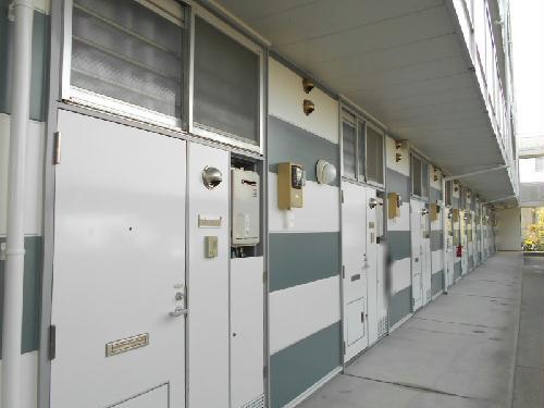 レオパレスON&OFF 206号室の玄関