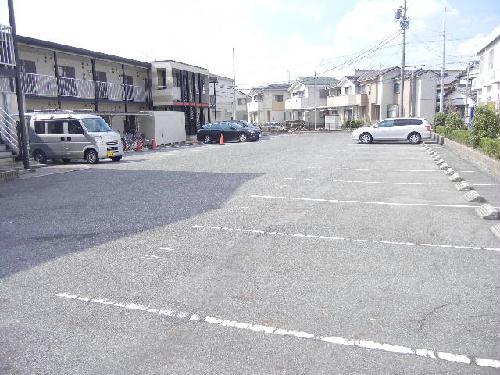 レオパレスアクシオンⅡ 103号室の駐車場
