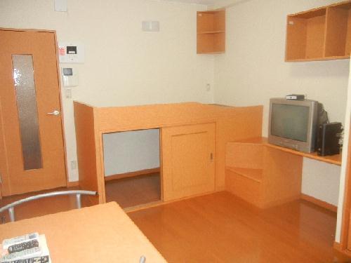 レオパレスアクシオンⅡ 103号室のベッドルーム