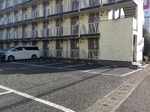 レオパレスヴィラ 307号室の駐車場