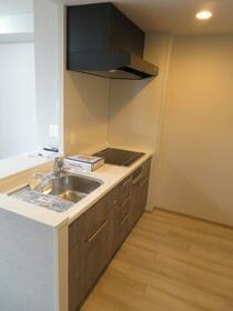 デュオセーヌ国立 242号室のキッチン