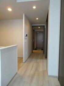 デュオセーヌ国立 242号室の玄関