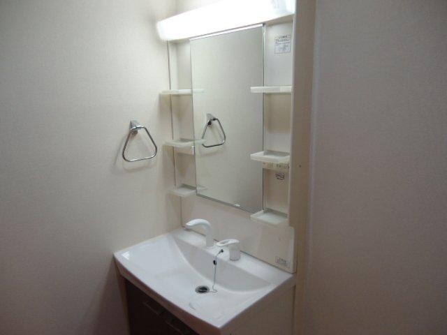 コンフィード 00103号室の洗面所