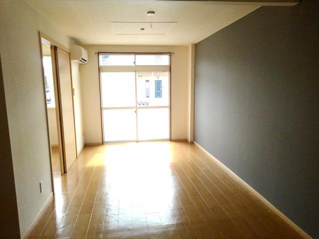 アーバンサクライA棟 01020号室のリビング