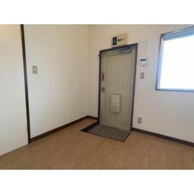 DOMUSマンション C-2号室の玄関