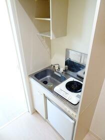 ウエストハイム神明(しんめい) 106号室のキッチン