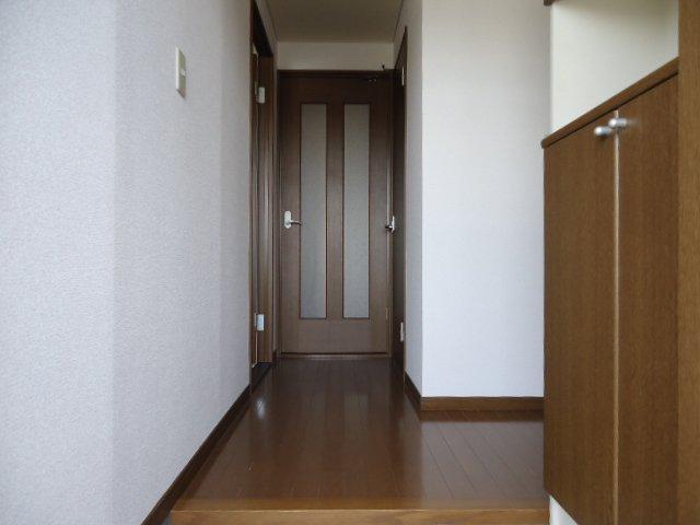 プリマヴェーラKM 101号室の玄関
