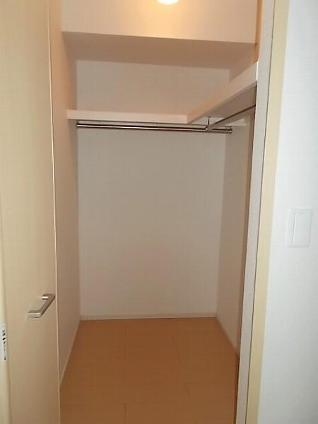 ファミリエB 02010号室の収納