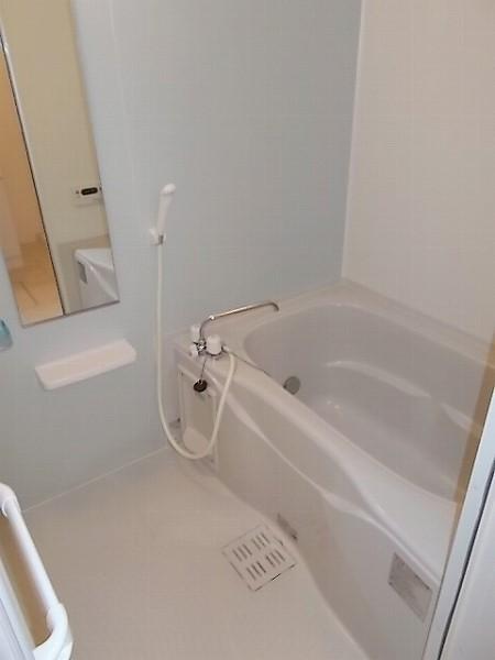 ファミリエB 02010号室の風呂