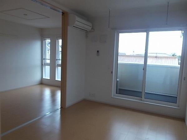 ファミリエB 02010号室の居室