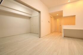 プレジオ新大阪ROUGE 805号室のリビング