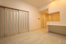 プレジオ新大阪ROUGE 806号室のリビング