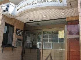 ライオンズマンション新横浜B館 206号室のエントランス
