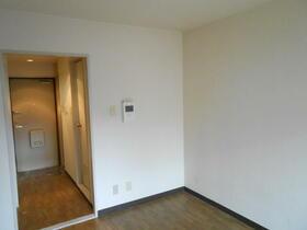 ライオンズマンション新横浜B館 206号室のベッドルーム