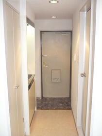 ライオンズマンション新横浜B館 206号室の玄関