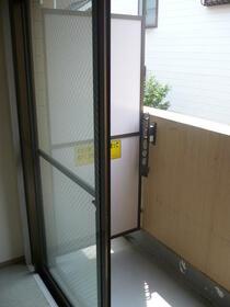 ライオンズマンション新横浜B館 206号室のバルコニー