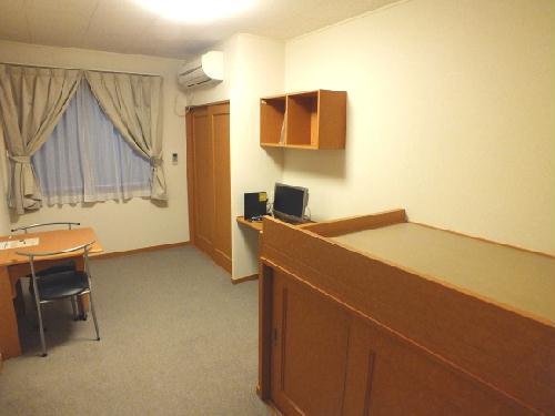 レオパレスクレールニトナ 204号室のベッドルーム