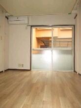 新川崎グレイス 0102号室のリビング