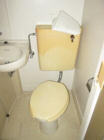 新川崎グレイス 0102号室のトイレ