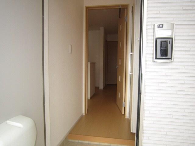 ミッテ・クラール Ⅰ 01010号室の玄関