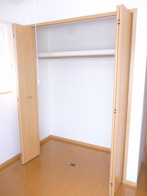 グランデヒサノD 02010号室の収納