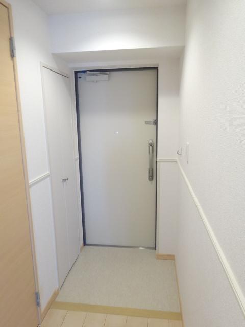 Poseidon 01030号室の玄関